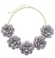 Urban Gem Leila Flower Necklace in Lavender