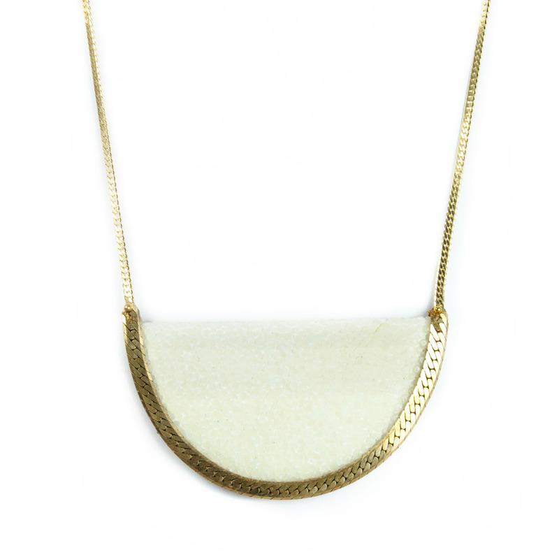 Serefina Stingray Crest Necklace in bone