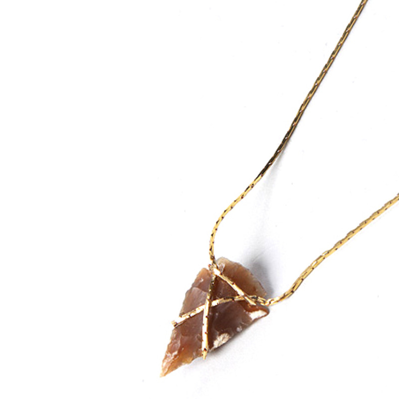 Serefina Infinity Loop Arrowhead Necklace in Amber Agate