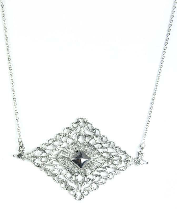 Viento Maja Necklace in Antique Silver