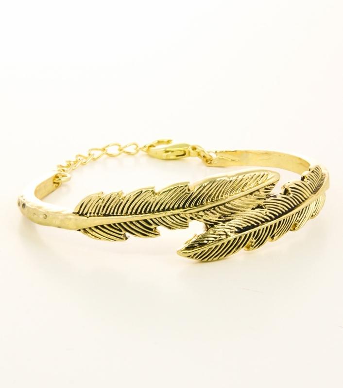 Urban Gem Burnish Leaf Bracelet in Gold